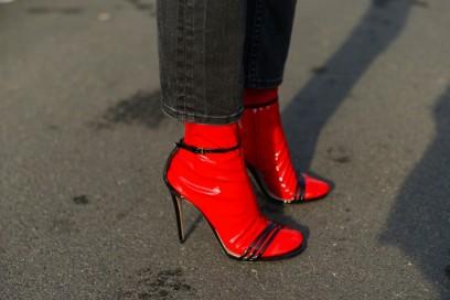milano fashion week calzinini vinile rossi