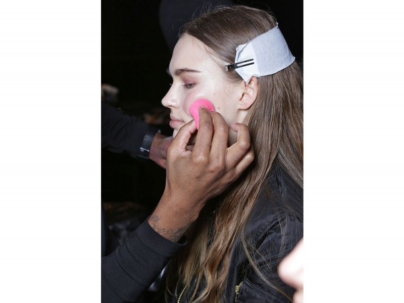 narciso-rodriguez-autunno-inverno-2017-2018-bakcstage-beauty-06