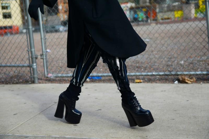 new york fashion week 17 stivali gotic