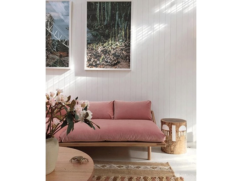 pink+sofa+-+@themissprints