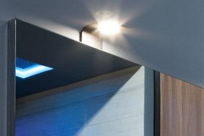 9-bagno-moderno-le-10-mosse-per-non-sbagliare-lampada-curva-Antonio-Lupi-Design-Massimo-Broglio