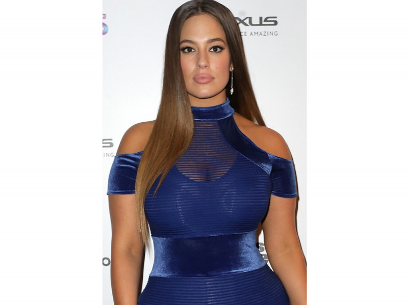 Ashley Graham beauty look trucco capelli (1)