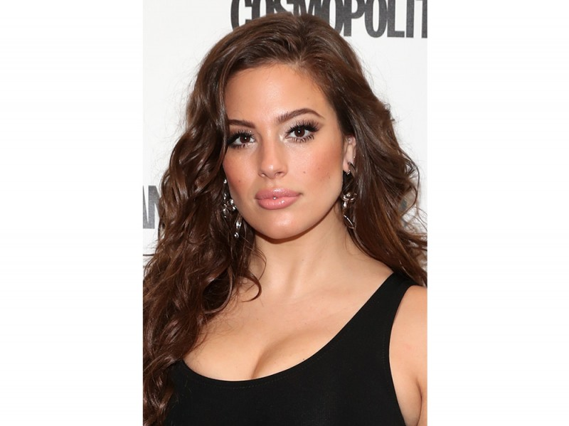 Ashley Graham beauty look trucco capelli (14)