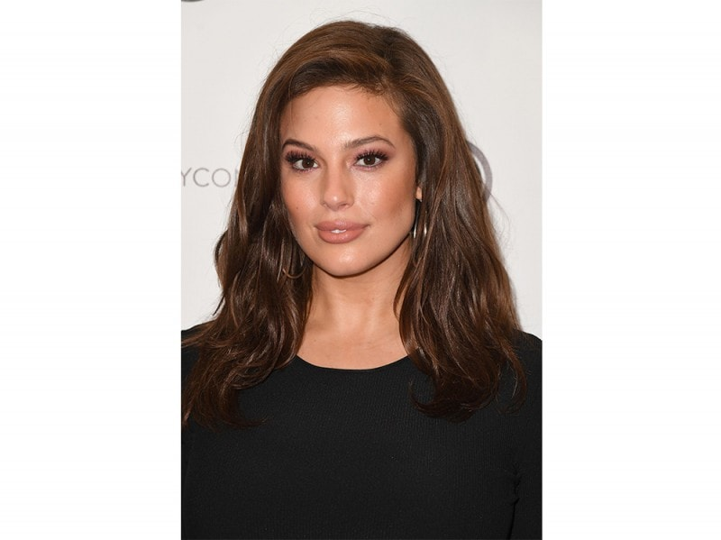 Ashley Graham beauty look trucco capelli (15)
