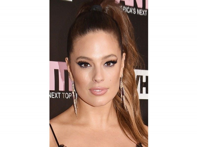 Ashley Graham beauty look trucco capelli (18)