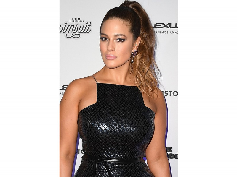 Ashley Graham beauty look trucco capelli (20)