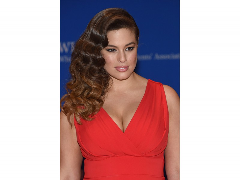 Ashley Graham beauty look trucco capelli (9)