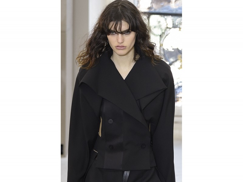 Capelli-ricci-trend-pe-2017_Louis-Vuitton_ful_W_S17_PA_028_2502754