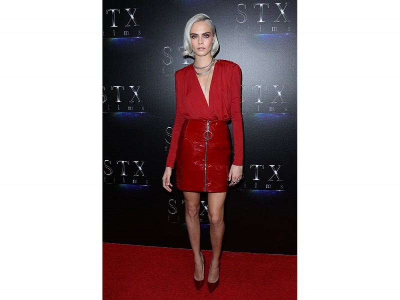 Cara-Delevingne-in-Thierry-Mugler-splash