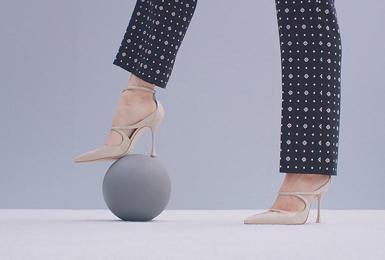Farfetch lancia online una capsule di scarpe di Manolo Blahnik
