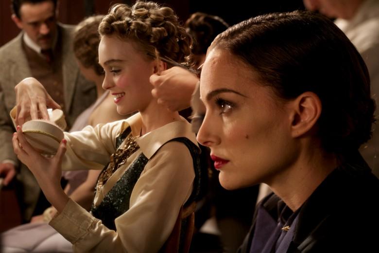 Planetarium, i look di Natalie Portman e Lily Rose Depp