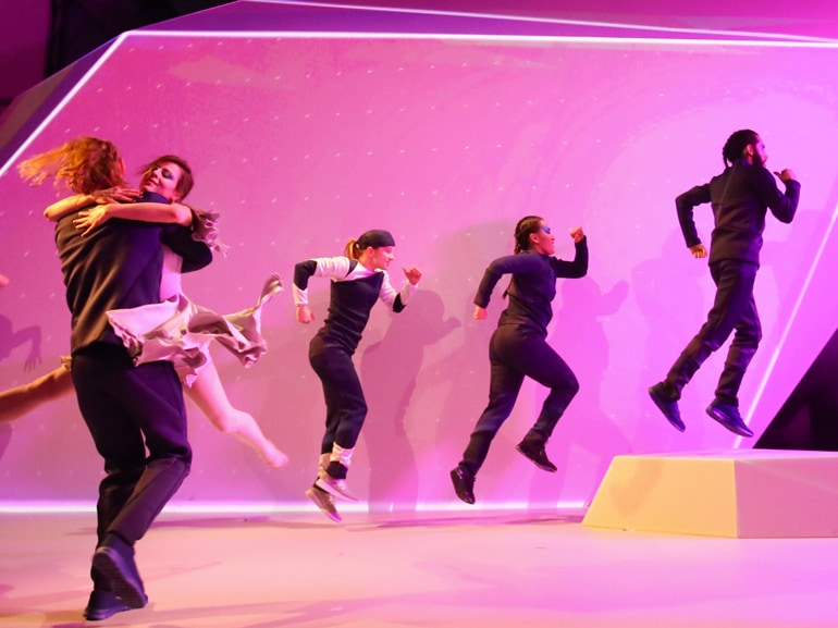SWATCH-YOURMOVE-DANCE-PERFORMANCE-HERO-2