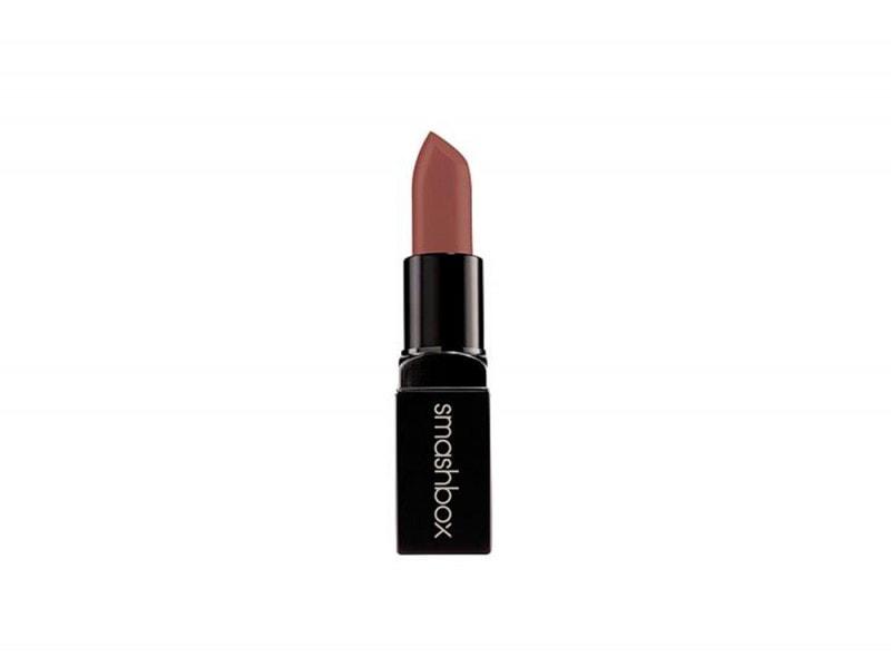 emily-ratajkowski-copia-il-make-up-smashbox-be-legendary-lipstick-safe-word-matte