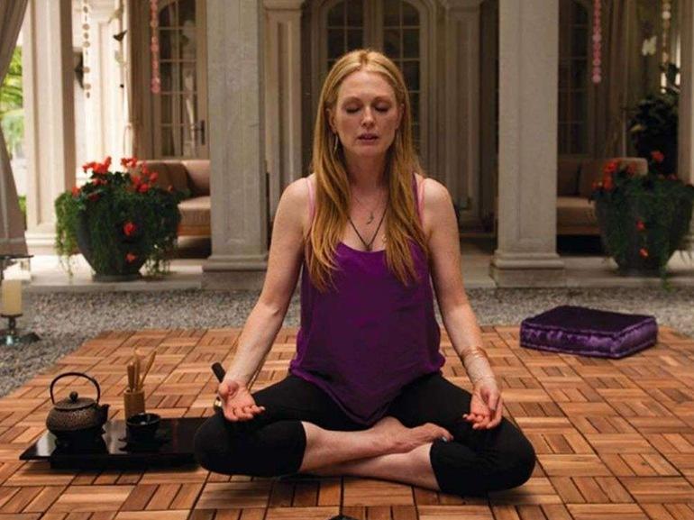 julienne moore yoga