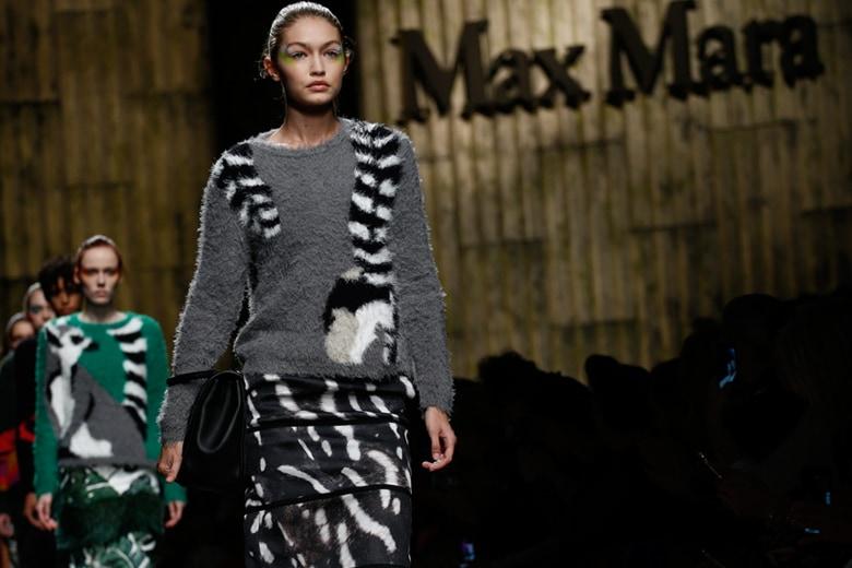 Avant-garde ed esotica: la donna di Max Mara per la PE 2017
