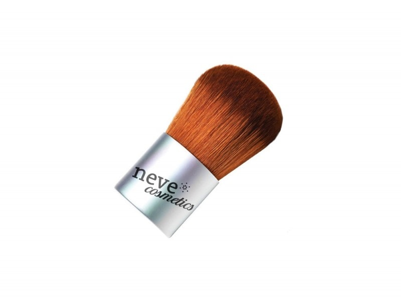 pennello-kabuki-per-applicare-fondotinta-minerale-neve-cosmetics