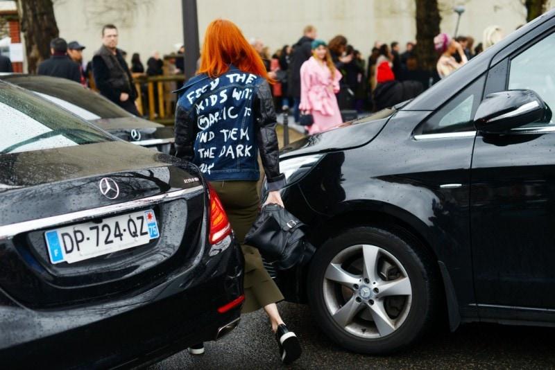 street style parigi 17 giacca scritte