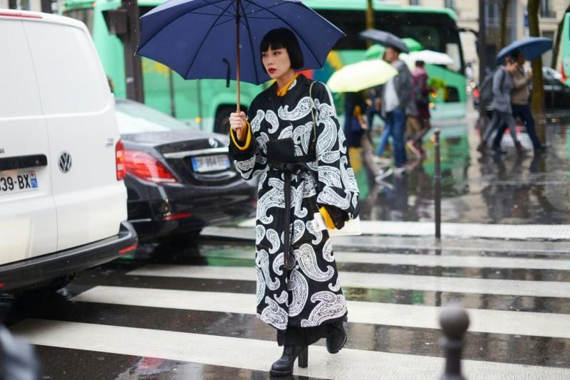 street style parigi 17 kimono paisley
