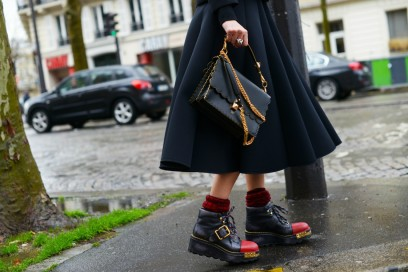 street style parigi 2017 anfibi prada