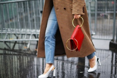 street-style-parigi-2017-borsa-piercing-rossa