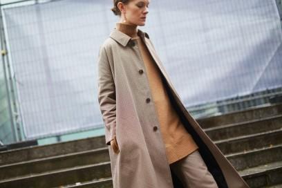 street-style-parigi-2017-vogue-uk-cappotto-e-pantaloni