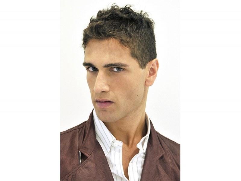 Tagli capelli corti brizzolati uomo