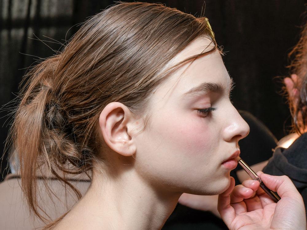 come truccare le labbra per renderle più carnose (10)