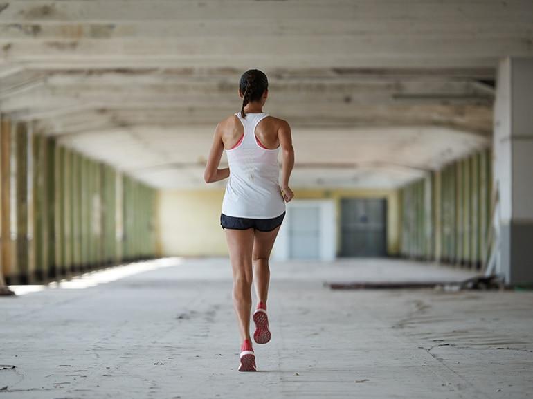 eseguire-una-sessione-di-camminata-sui-talloni-e-camminata-sulle-punte-adidas-runners