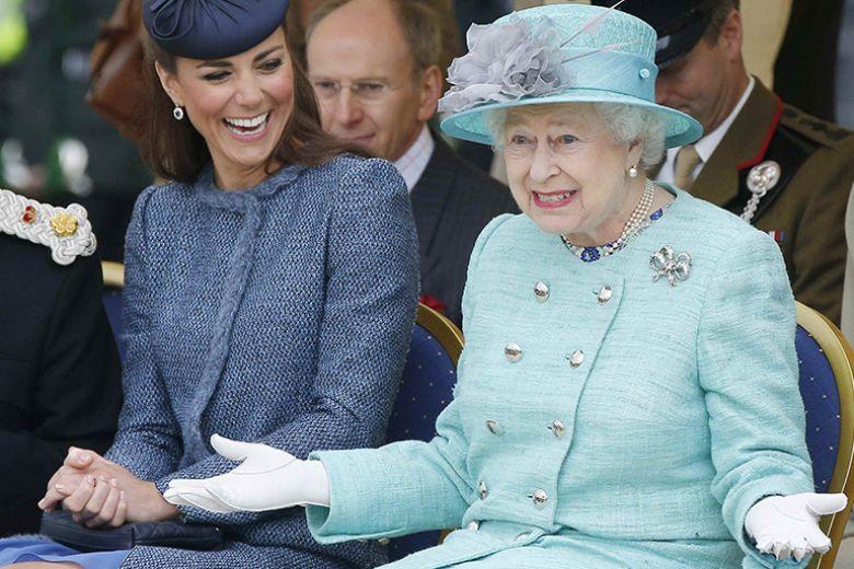 Perché la Regina Elisabetta non vi concederà mai un autografo