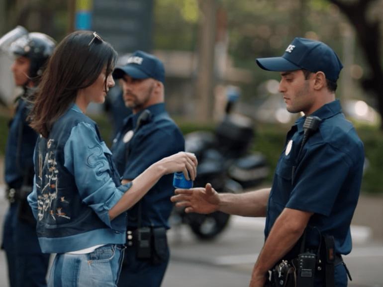 kendall jenner pepsi polizia