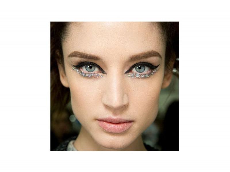 trucchi occhi glitter per la stagione dei festival (1)