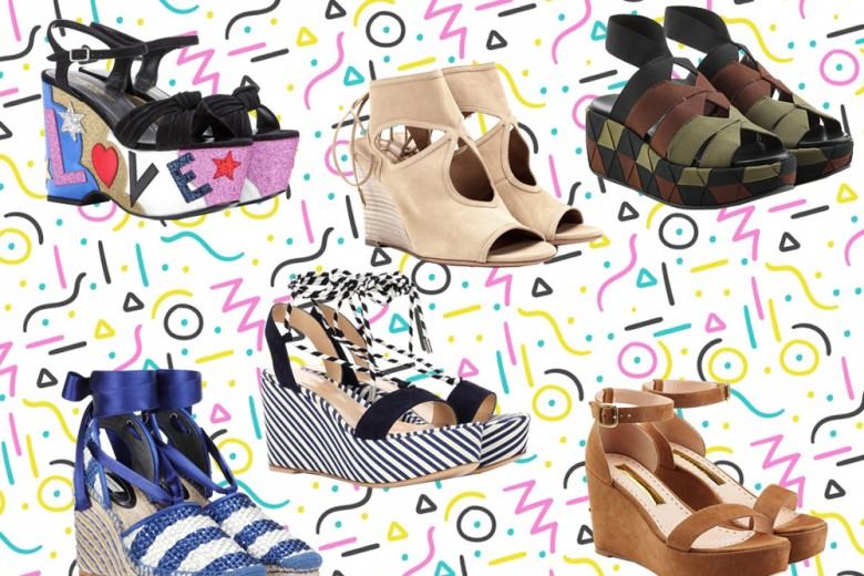 I sandali per l'estate hanno la zeppa