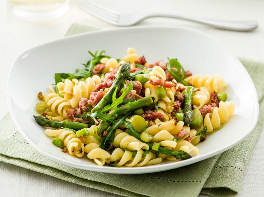 Pasta con rucola asparagi e salsiccia