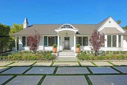 Selena-Gomez-House-4525-Lemp-N-Hollywood-5-17-1