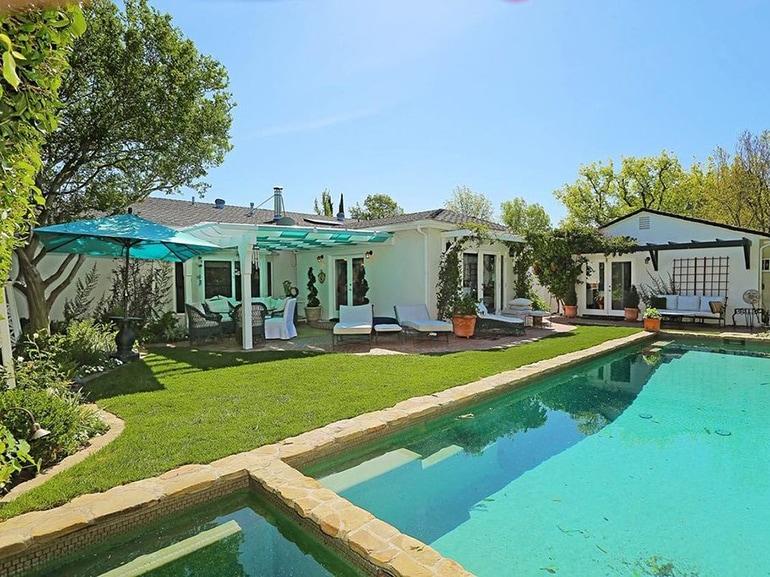 Selena-Gomez-House-4525-Lemp-Studio-City-30