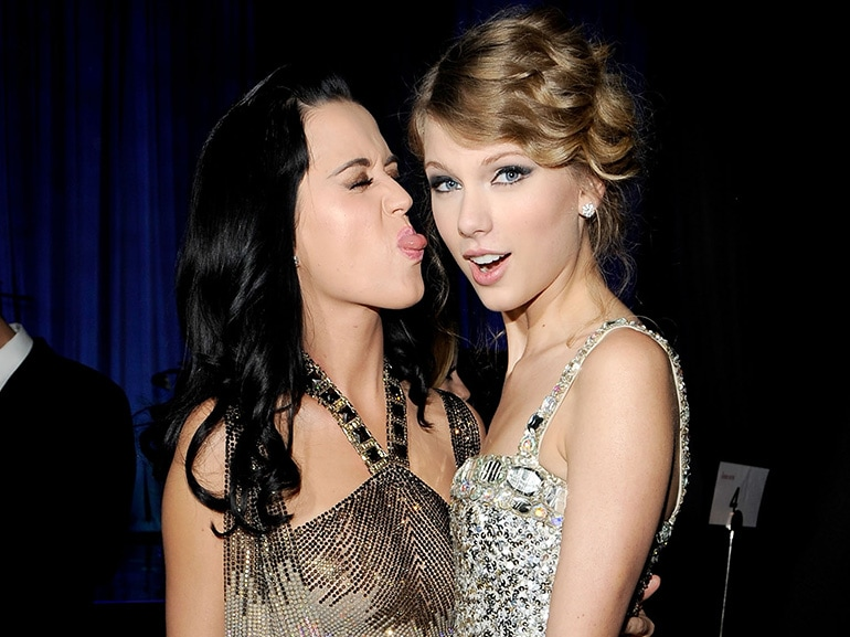 cover cosa succede taylor swift katy perry mobile