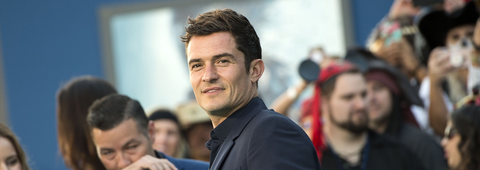 cover orlando bloom seduce cameriera desktop