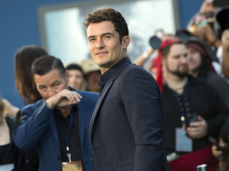 cover orlando bloom seduce cameriera mobile