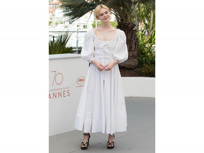 elle-fanning-cannes-photocall