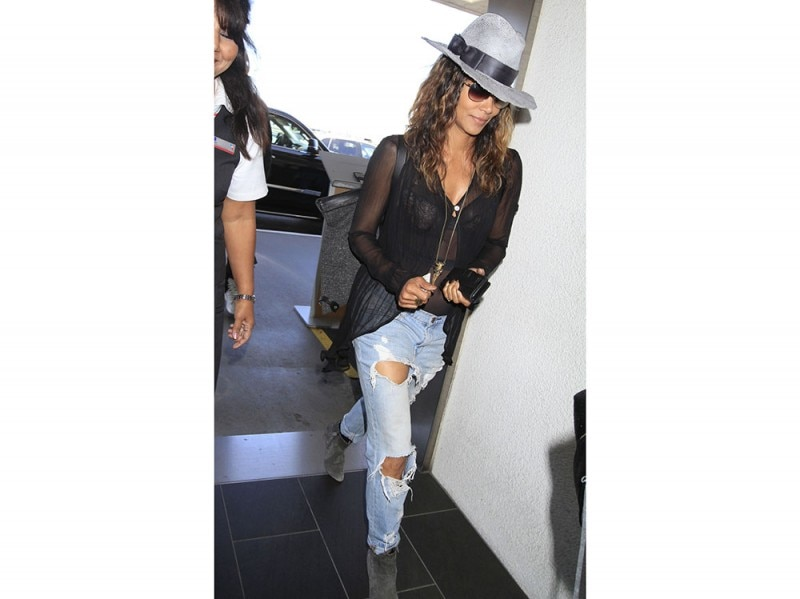 halle-berry-jeans