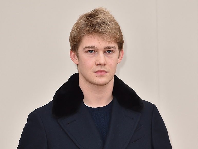 joe alwyn cappotto