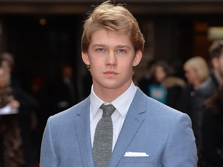 joe alwyn red carpet