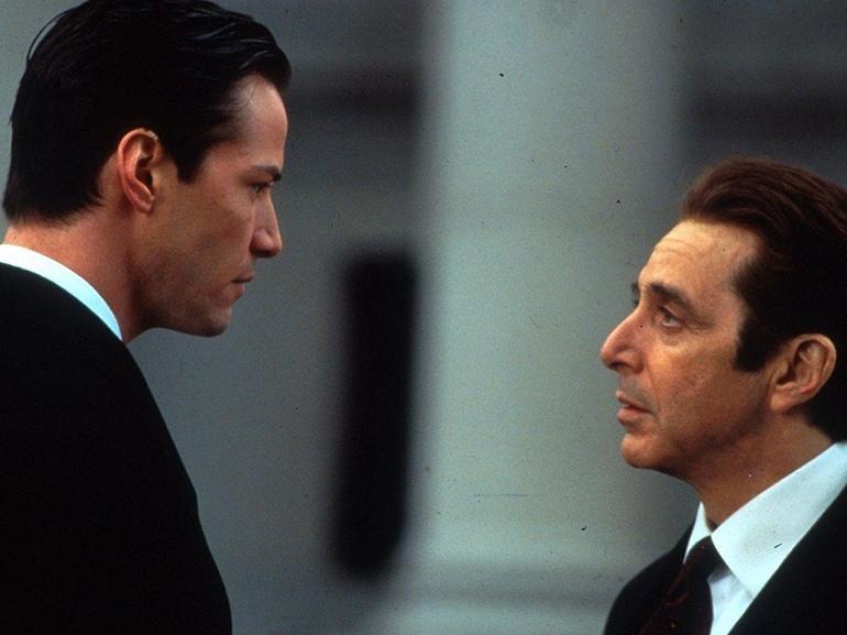 curiosita-Keanu-Charles-Reeves-passioni-moto-auto-gioie-dolori-buone-azioni-divo-Hollywood-bello-affascinante-sex-symbol-Avvocato-del-Diavolo-Al-Pacino