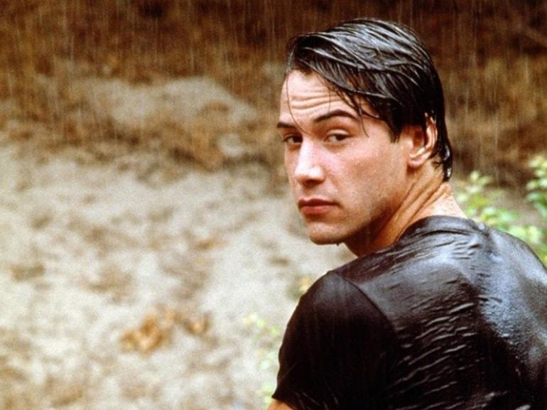 curiosita-Keanu-Charles-Reeves-passioni-moto-auto-velocita-gioie-dolori-buone-azioni-divo-sexy-attore-Hollywood