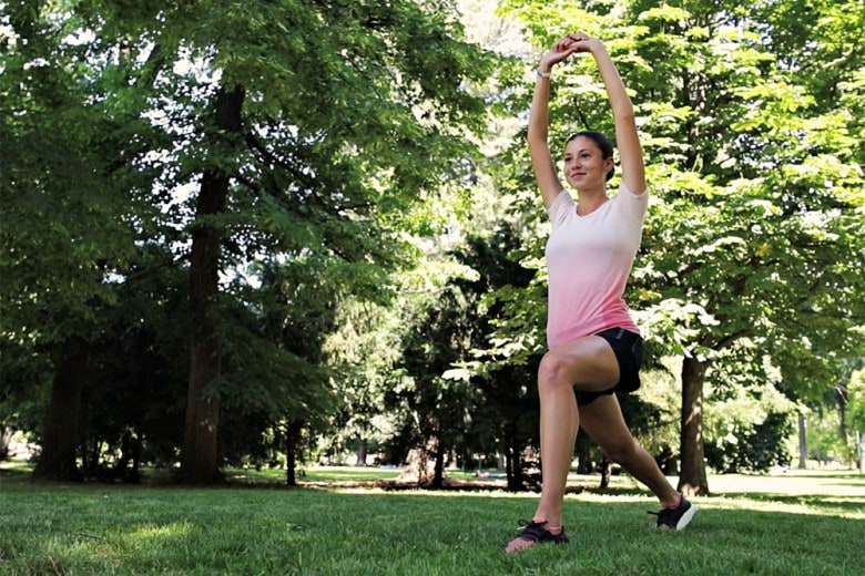 Il riscaldamento prima di correre: gli esercizi di Sara. Guarda il video!