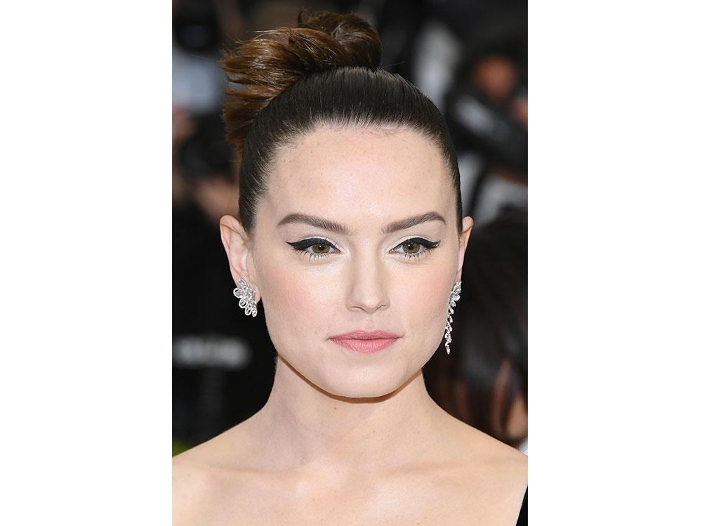 Daisy-Ridley-beauty-look