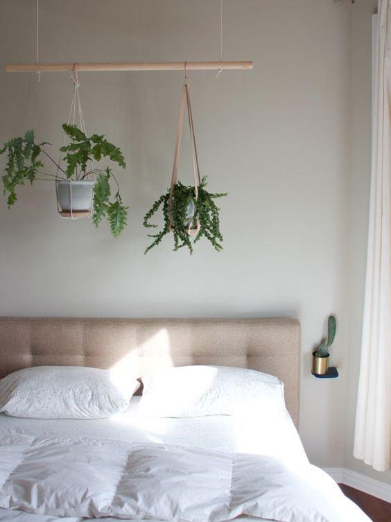 Vasi verdi sul letto