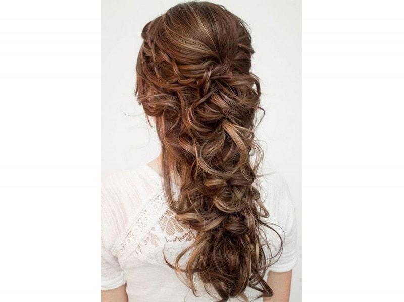 Foto acconciatura capelli lunghi