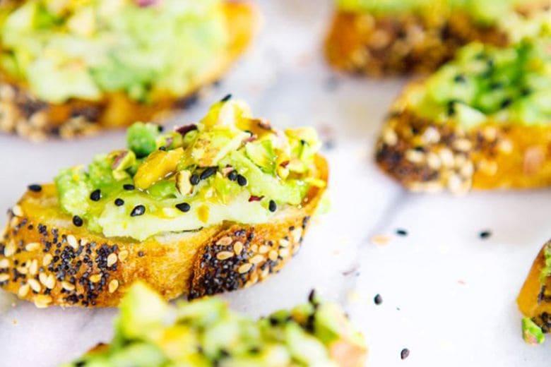 Dieci avocado toast da provare quest'estate