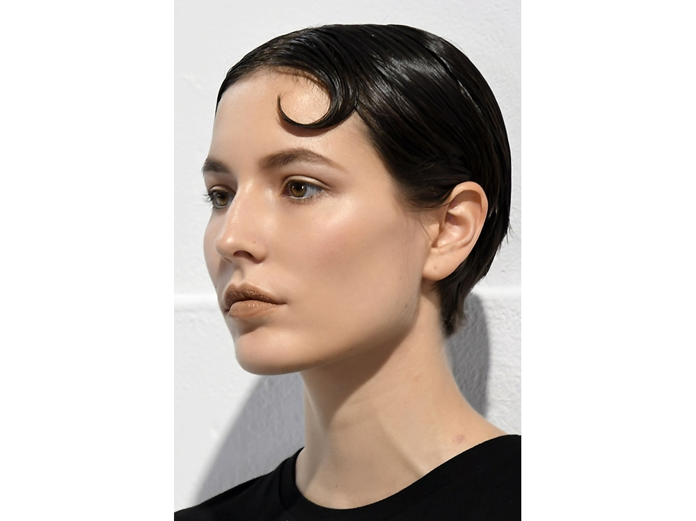 capelli la tendenza flat sleek per l'autunno inverno 2017 2018  (1)
